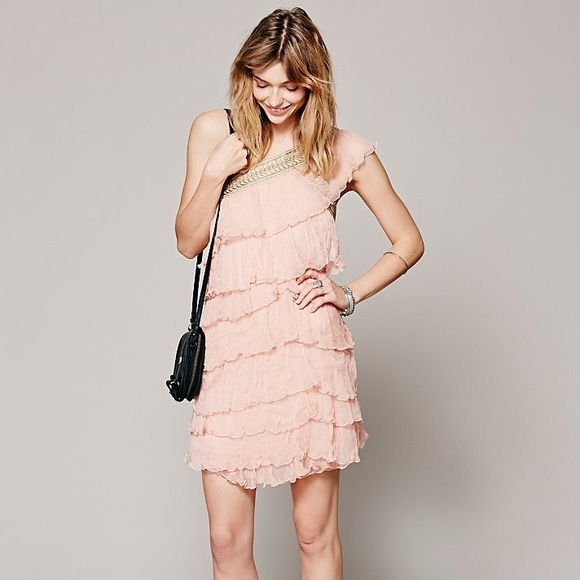 Free People Dresses & Skirts - ✨RARE✨Free People one shoulder embroidered Dress